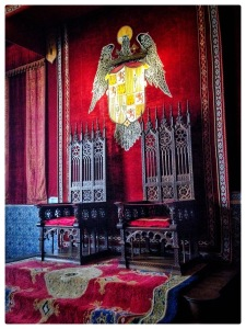 The throne where Queen Isabel of Spain and Ferdinand sat #throne #Spain #History #kings #royalty #tantamontamontatanto
